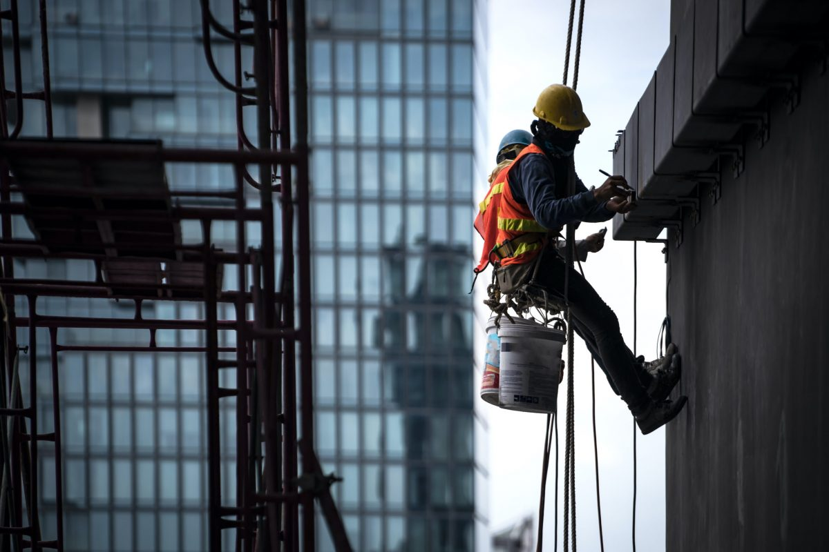 workers rappelling according to osha standards for fall protection