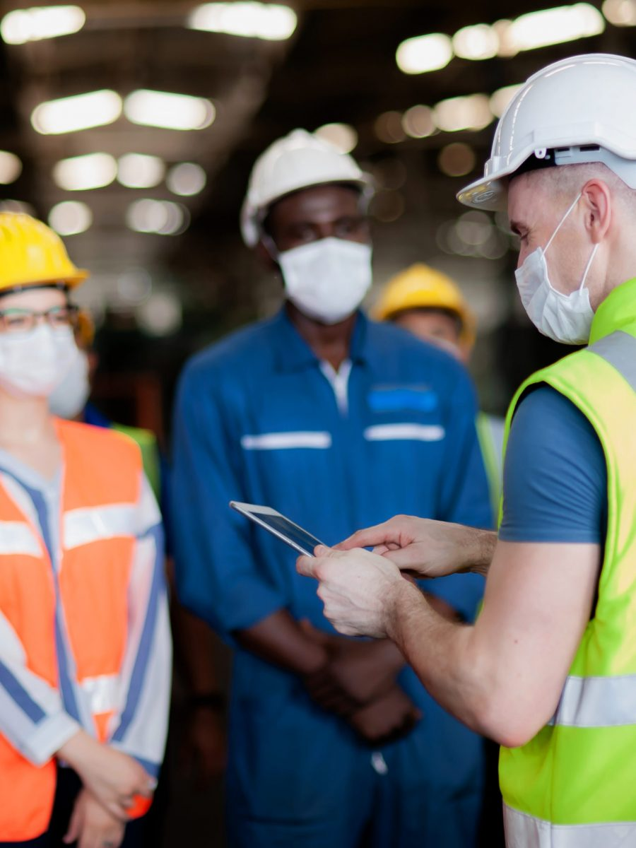 The Manager Or Leader Team Is Assignmenting A Job For Team Of Technicians, Supervisor, Foreman And Engineers In The Morning Meeting Before Work In Which Everyone Wear Masks To Prevent The Coronavirus