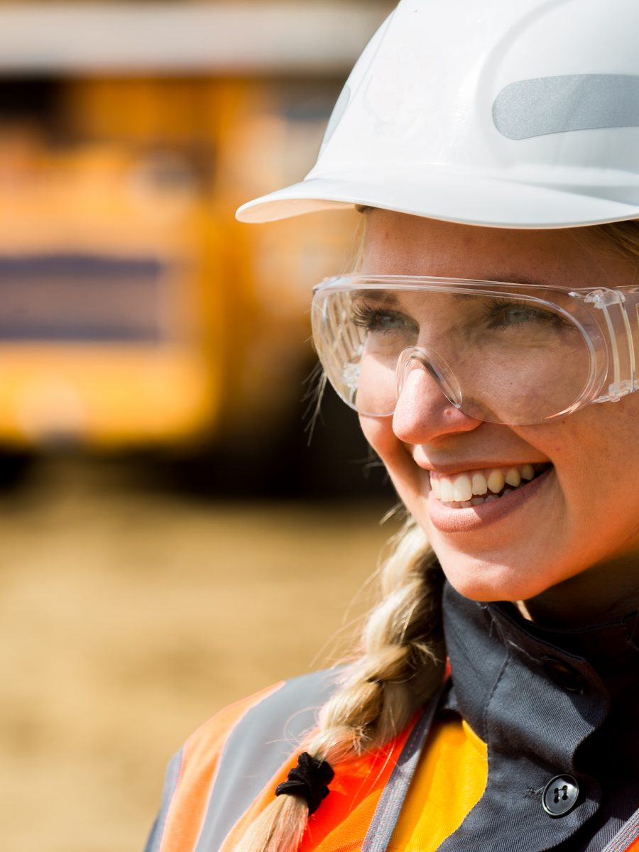 Woman in construction wearing properly fitted PPE